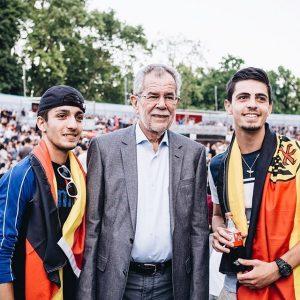 Eindeutig mehr Deutschland-Fans hier... 😉 Ein spannendes Spiel bisher! _______ #gerfra #em #fussball #publicviewing #fans #fanderbellen #vanderbellen...