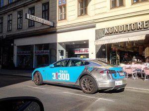 #Tesla #ModelS #teslataxi #carlife #carspotting #carlifestyle #electriccar #sportcar #streetcar #vienna #austria #dasiswien #wien #wienstagram Aida Opernring Wien
