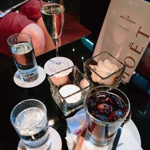 역시 직진따위 개나줘버려 줏대가 없어 줏대가 😱 . . . #moet#champagne#coldbrew#coffee#vienna#travel#여행#비엔나 Le Méridien Vienna