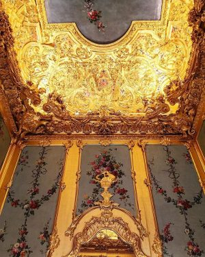 as the prince would like it #myhomeismycastle #goldbabygold #winterpalais #vienna #contemporary #sterlingruby Winter Palace of Prince Eugene