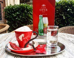 Wo steckt der Sommer? Da hilft nur Kaffee ☕️😊 #cafeoperwien #coffeeporn #viennablogger #viennaonly #viennacity #viennacoffee #viennacafe #juliusmeinl