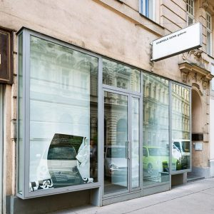 Visit us during the summer as well ! Photo: Iris Ranzinger #Schleifmühlgasse #Vienna #Wien #Galerie #gallery #artgallery...