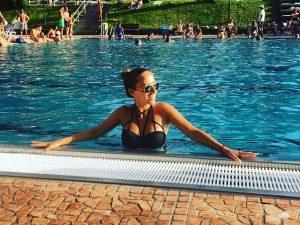 Danzon Pool Party 💦 #pool #sun #vienna #schönbrunnerbad #summerdays @plumeriaswimwear @my_vienna Schönbrunner Bad