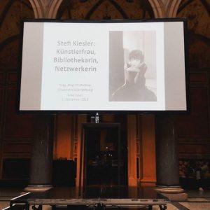 Getting ready for the lecture 'Stefi Kiesler: Künstlerfrau, Bibliothekarin, Netzwerkerin' by Jill Meißner at the @mak_vienna! Starting...