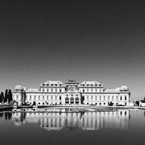 Meeting @belvederemuseum #upperbelvedere #reflection #belvederemuseum #pond #water #architecture #bnw #bw #blackandwhite #blackandwhitephotography #sky #igersvienna #igersaustria #vsco_bnw #vsco...
