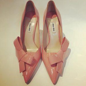 Spieglein an der Wand, wer hat die schönsten Schuhe im ganzen Land? #miumiu pumps size 40 @dasneueschwarzwien...