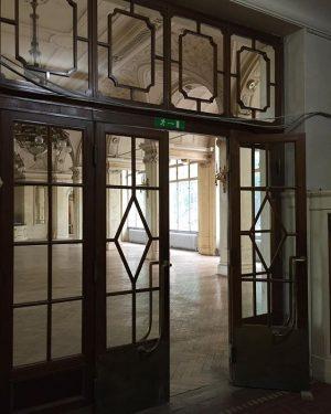 #südbahnhotel #semmering #doors #ballroom #glass #light #window #historical #vintage #abandonedplaces #suedbahnhotel #sudbahnhotel #fairytale #wesanderson #architecturephotography #austria #hotel...