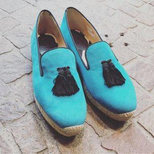 Herbsttrend Farbe! #louboutin loafers in hellblau Gr 40 @dasneueschwarzwien Das Neue Schwarz Wien