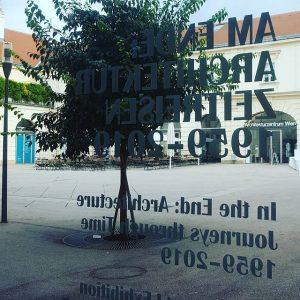 StudentInnen können die Ausstellung