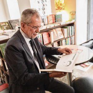 Interviewtermine im @phil_iale mag Alexander Van der Bellen besonders gern. 📚😉👌 _______ #booklover #phil #vanderbellen #bücher #interview...
