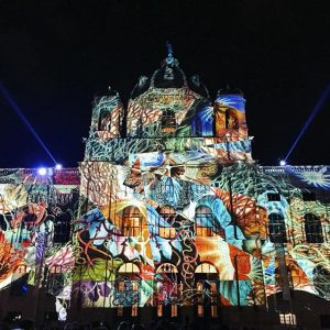 Heute bis Mitternacht. Wien leuchtet. #wienleuchtet #lichttapete #projection #mapping #projectionmapping #projektion #videoart #videoprojection #museum #fassade #visualart #igers_vienna...