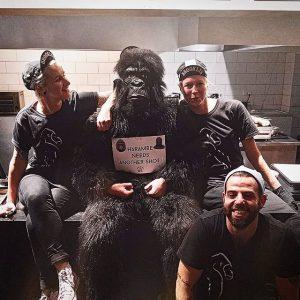 An Halloween haben uns unsere lieben Nachbarn von #euchtefreude einen Besuch abgestattet!!! 😵😂😘 #gorillakitchen #gorillakitchenvienna #halloween #gorilla...