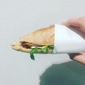 #sandwichderwoche mit #ruccola #brie #apfel #walnuss #honig +\- #speck! #guerillabakery #fuckthebackmischung #welovetogetyoubaked