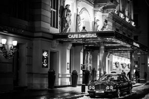 1010 Kärntner Ring Hotel Imperial Ringstraße #wienfarblos #wien #vienna #igersvienna #igerswien #sw #bw #schwarzweiß #schwarzundweiß #farblos #blackwhite...