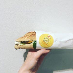 Spät aber doch: Unser #sandwichderwoche gibt es mit #Frischkäse #babyspinat #ofenkürbis #chutney (selbstgemacht von unserer mama ilse)...
