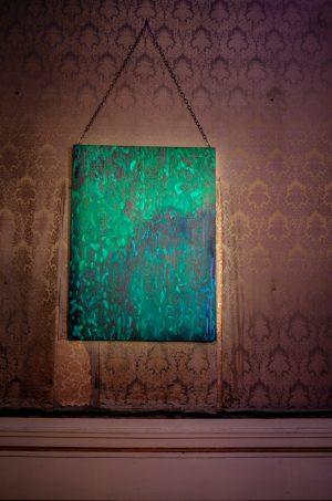 Pigment, Acryl, Kreide und Öl auf alter Tapete #seekingbeauty #viennaartweek #Frequenztafel #JulieValmes Palais Schwarzenberg