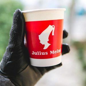 Bei dem Wetter einen heißen Becher Kaffee zum aufwärmen! #winteriscoming #togocup ❄️⛄️☃️🌨🌬🌝