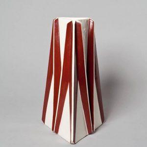 """#Sammlungsschmankerl Die vom Prager Architekten Vlastislav Hofman, Mitbegründer der Künstlergruppe """"Artel"""", entworfene Vase entstand im Verlagsverfahren in..."""
