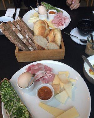 Ganz entspannt und was kostet die Welt? #vienna #frühstück Marktwirtschaft