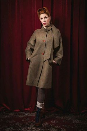 Our beautiful 1960s cut wool coat is now ON SALE! You can get it in our #goldstück...