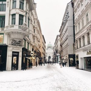 it's oh so quiet ❄️ #igersvienna #snow #me #happy #pretty #instagood #love #lovedailydose #polishgirl #austrianblogger Graben, Vienna