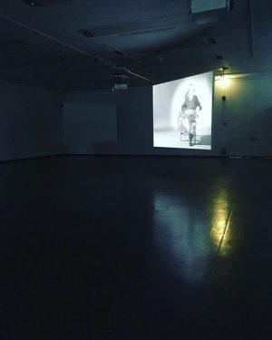 [Alles Walzer...] Einmal @kunsthallewien ganz für mich allein. Herumtanzen und Herumspringen und dazu die Experimentalfilme von #babettemangolte....