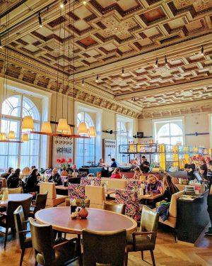 Lunch with friends in Salonplafond. #vienna #lunch #sunday #salonplafond #restaurant #instafood #foodporn #inmuseum
