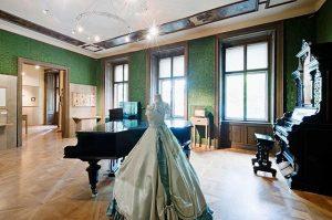 Welcome to Strauss Wohnung 🎻🎼 Willkommen in der Strauss Wohnung! Hier lebte und ...