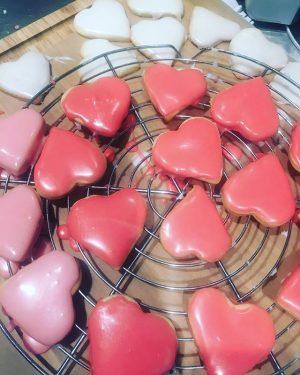 Happy Valentinsday! 💕💕💕💕 Hol dir ein Kekserl für dein Herzerl! #guerillabakery #fuckthebackmischung #welovetogetyoubaked #lovelovelove Guerilla Bakery