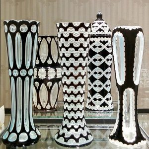 Glas galt in der Architektur der Wiener Moderne als besonders geeignetes Material, um neue Formen, Oberflächen und...
