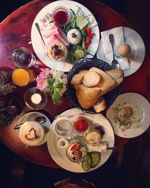 brunch is breakfast without an alarm clock.✌☕👅happy weekend. #morningslikethese #igersvienna #lovedailydose #viennafood #cozymornings #foodlover #breakfast #happyweekend Das...