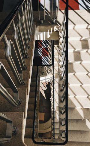 Looking down #lookingdown #lookingdown_architecture #archilovers #architettura #architecture #architectureporn #architecturephotography #shadesofgrey #shade #vsco #vscoaustria #wien #vienna #igersvienna #igersaustria...