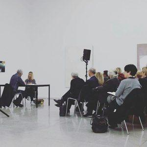 @Regrann from @eselat - Schönes Gespräch-Setting: #SvenjaDeininger und #UlrichLoock sprechen vor Publikum MITeinander #freundedersecession #ViennaSecession Vienna Secession