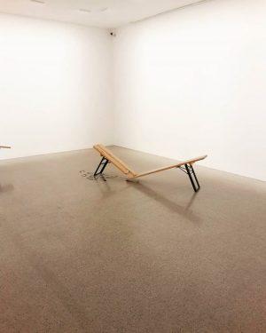 Menas 🙊 #art #modernart #mumok #vienna #museum #mumokmuseum #broken #творчество #искусство #современноеискусство #лавка
