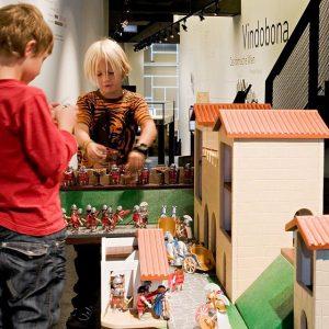 Kids most welcome! 😀 Kinder sind von den römischen Ausgrabungen meist sehr beeindruckt. ...