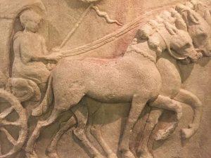 Please do touch! 🖐Dieses Relief lädt wirklich zum hin greifen an! Im Römermuseum sind einige Objekte zum...