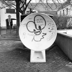 #placestofightandtomakeup #reflectorsbackwheretheybelong #alreadynewgraffitis #rochusmarkt #thirddistrict #vienna @asbfyi @mumok_wien Rochuspark