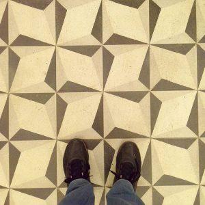 Love this geometric tiles 😊 👍 #dayinthelifeofadesigner #igersaustria #instaart #artoninstagram #maleblogger #designblogger #artblogger #urbanlife #citylife #vienna_city #discoveraustria...