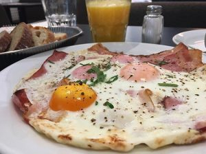 Breakfast-Meetings are 🔝💥#newplans#newgoals#bigthingsarecoming#kooperation#staytunedformore#breakfast#hamandeggs#mq#vienna#wien#kantine#ohhappyday#music#sessions#concert 🎹🎉🙏🏻 MQ – MuseumsQuartier Wien