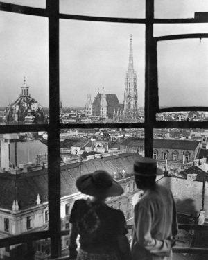 Opening now 😄Wien von oben - Die Stadt auf einen Blick. Hier noch einmal das Hochhaus Herrengasse....