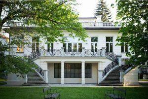 In einer Stunde beginnt die Eröffnung der Klimtvilla #klimtvilla #opening #klimt #vienna Klimt Villa WIEN