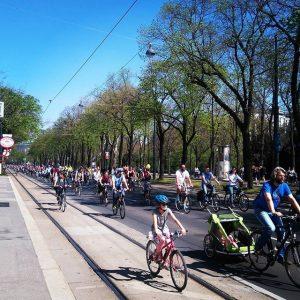 #fahrradparade #fahrradeskalation #suuuuper #1000000000 #räder Stadtpark, Vienna
