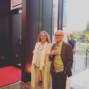 Aufgeregt: Kurator Georg Schöllhammer mit Künstlerin Mary Bauermeister im Auktionshaus Van Ham anlässlich der heutigen Bekanntgabe des...