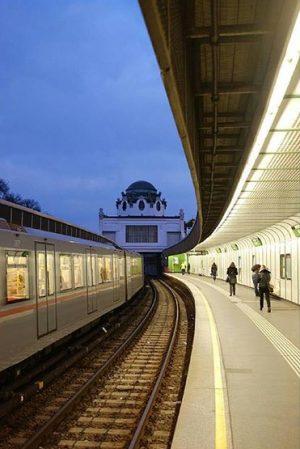 Old meets New ✨ Danke an @bbbyfrkmcgscks für diesen wunderbaren Blick auf den Otto Wagner Hofpavillon in...