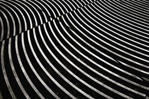 Shot some incidental minimalism yesterday at #museumsquartier #wien #minimalism #minimalismus #monochrome monochrom #waves #wellen #iron #citybeauty #mq...