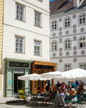 One of the most photogenic cafes in Vienna - Kleines Cafe. Klein aber ...