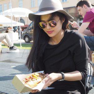 Vienna food festival 2k17 (já vím, furt jenom žeru) 😄🌭🍔🍹 #vienna#foodfestival#viennafoodfestival#museumsquartier#burgers#hotdog#june#summer#sunglasses#hat#austria#food#foodporn#dnesjem#sunnyday#furtzeru#wien#österreich