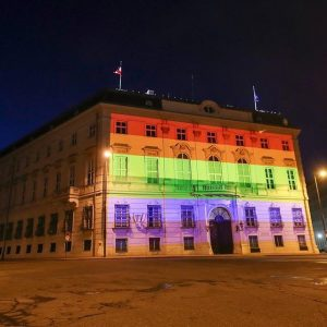 The Austrian Federal Chancellery lit for @ViennaPride #ViennaPride2017 Foto: © EuroPride