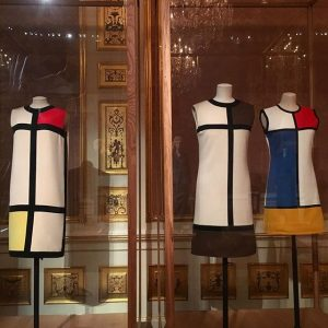 LEGENDARY 🔵🔶🔴 the Mondrian Collection of @ysl 1965, 1966, 1980 #vulgarfashionredefined #fashion #exhibition #ysl #vienna Winter Palace...