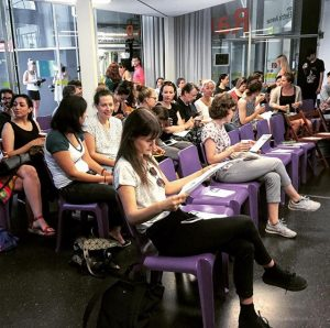 Perrine Schober at Creative Mornings Vienna 👌 #perrineschober #survival #q21 #raumd #mq #creativemornings #creativemorningsvienna #cmvie #weloveearly #shadestours...